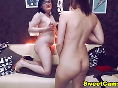 Teen Lesbians Gets Horny And Start Pleasing Each Other