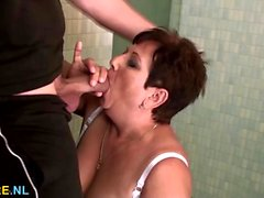 Young dick bangs a mature BBW in her bathroom