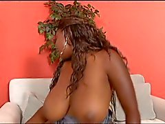 Busty ebony whore grips her phat ass and gives a blow job