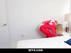 BFFS - Horny College Girls Have a Foursome