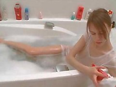 Teen girl shaving her pussy in a bath tube